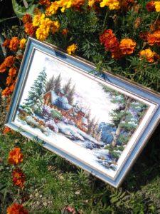Зимний домик в цветах